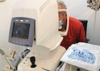 מכשיר לחץ תוך עיני ובדיקת שדה ראיה